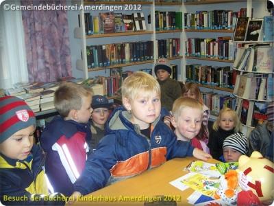 Büchereibesuch des Montessori - Kinderhaus St. Vitus Amerdingen 10.10.2012_2