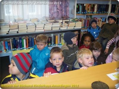 Büchereibesuch des Montessori - Kinderhaus St. Vitus Amerdingen 10.10.2012_4