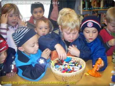 Büchereibesuch des Montessori - Kinderhaus St. Vitus Amerdingen 10.10.2012_5