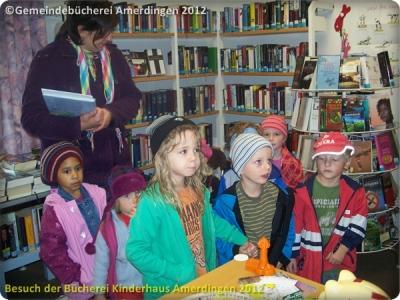 Büchereibesuch des Montessori - Kinderhaus St. Vitus Amerdingen 10.10.2012_8